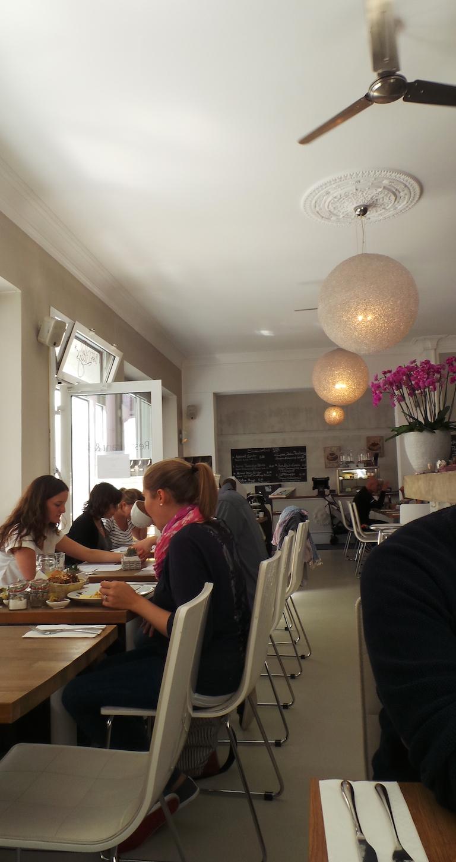 Jasmin M Ef Bf Bdnchen Cafe