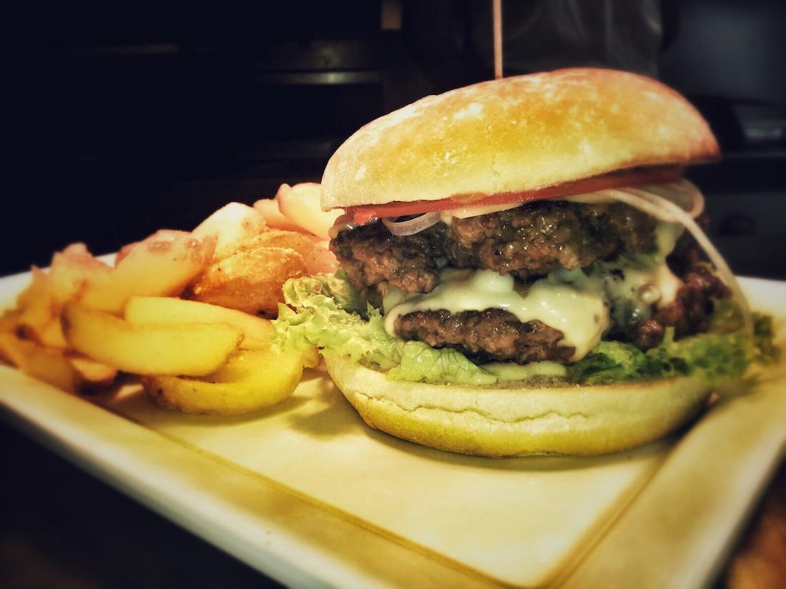 burger meat in bun burgerladen m nchenbiancas blog. Black Bedroom Furniture Sets. Home Design Ideas