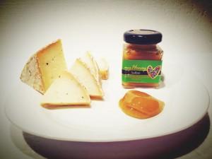 Salbei-Gewürzhonig mit Käse