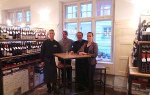 (v.l.n.r.): Service - Sandro Eichhorn, Weineinkauf - Markus Eichhorn, Küchenchef: Elias Halletz und ich (Österia)