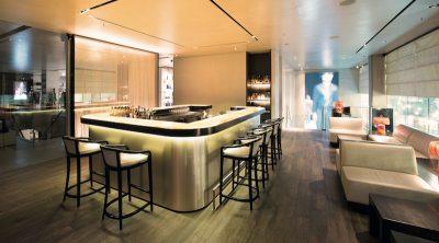 Die Bar und Lounge im Restaurant (1. Stock)