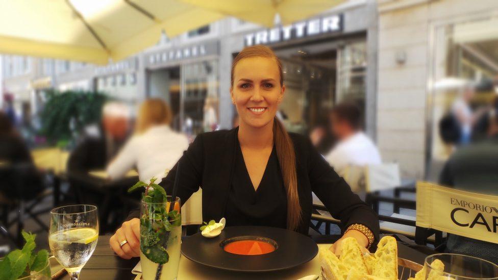 Emporio Armani Caffe Fuenf Hoefe Ich beim Essen