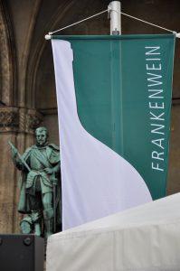 Main Bayern Wein Silvaner im Kuenstlerhaus Flagge