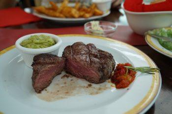 Maredo Steakhouse Flughafen Muenchen Biancas Tasty Tour Rinderfilet angeschnitten