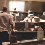 Die besten Restaurants in Muenchen - Koch von hinten