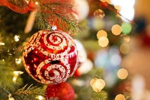 Die besten Weihnachtsmaerkte in Muenchen Christbaumkugel