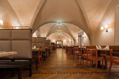Restaurant Alter Hof fraenkische Kueche vorderer Sitzbereich