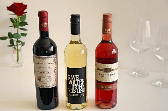 Weinabteilung bei Kaufland drei Flaschen