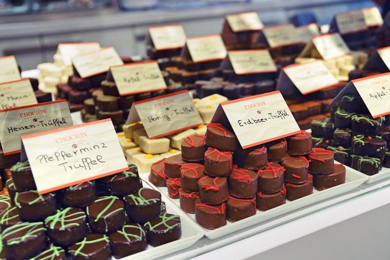 Chocion Finest Chocolate Auslage Pralinen