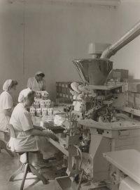 Bernbacher Nudeln Eiernudeln Hohenbrunn Packerei_1955